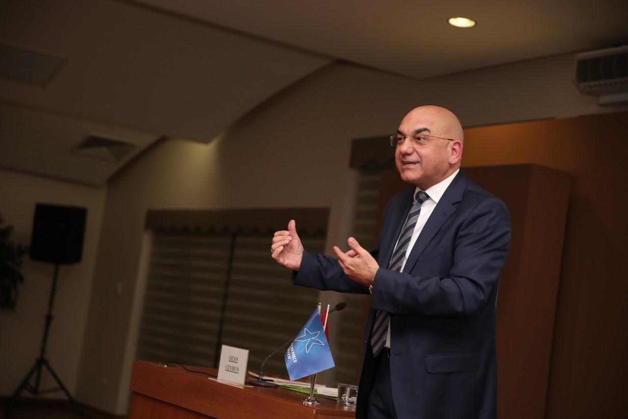 """""""AVRUPALILARA DEMOKRASİ DERSİ VERİYORUZ"""""""